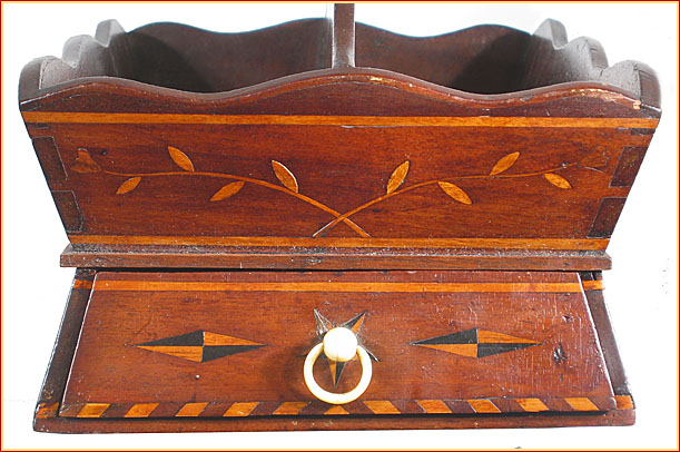 A VERY FINE AND RARE AMERICAN CUTLERY BOX WITH DRAWER